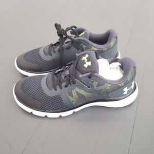 Under Armour NWT kids sneakers